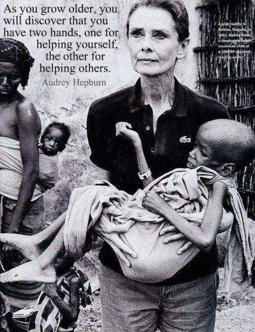 Audrey Hepburn ha trascorso molti anni in Africa per aiutare gli indifesi
