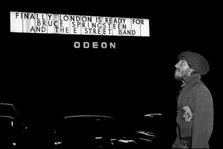 Bruce Springsteen a Londra, 1975. Foto di Chalkie Davies