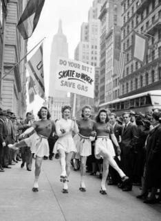 ''Do your bit! Skate to work'' Anni '40