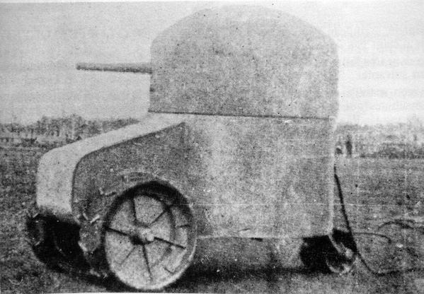 Vecchio carro armato francese, la Fortezza Aubriot-Gabet, montato su un telaio del trattore, 1915