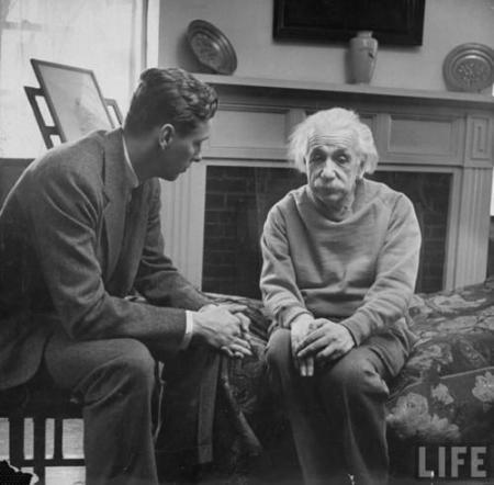 """Einstein e il suo terapeuta. """"La felicità nelle persone intelligenti è la cosa più rara che conosco."""""""