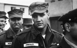 Elvis Presley durante il suo servizio nell'esercito statunitense