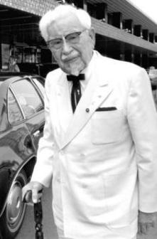 Harland David Sanders, pseudonimo Colonel Sanders - fondatore della catena Kentucky Fried Chicken (KFC)