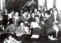 Il ministro dell'Interno Giuseppe Romita legge i risultati del referendum istituzionale del 2 giugno 1946 (Publifoto, Milano)