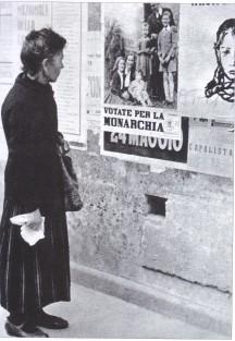 Il primo forte contrasto politico del dopoguerra avviene nel giugno 1946 gli italiani sono chiamati alle urne per decidere si l'Italia debba essere ancora un paese monarchico o invece una repubblica. La monarchia è accusata
