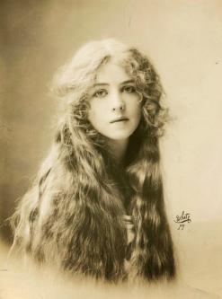 Ione Bright, attrice di teatro, 1912. Fotografia di Rudolf Eickemeyer, Jr