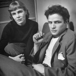 Marlon Brando con la sorella Jocelyn, 1948. Foto di Lisa Larsen