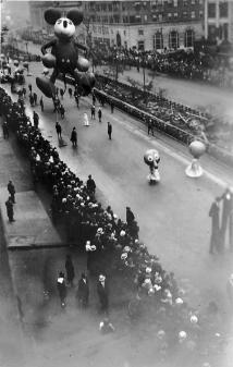 La prima apparizione di Topolino nella parata del Ringraziamento di Macy, NYC, 1934