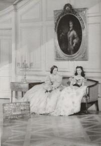Olivia de Havilland e Vivien Leigh sul set del barbecue Twelve Oaks durante le riprese di Via col vento