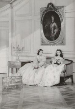 Olivia de Havilland e Vivien Leigh sul set del barbecue Twelve Oaks durante le riprese di Via col vento