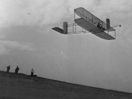 Orville Wright volò per 9 minuti e 45 secondi, 1911