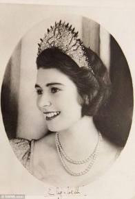 La Regina Elisabetta II quando era una principessa di 18 anni