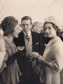 Regina Elisabetta II con la sorella principessa Margaret, contessa di Snowdon