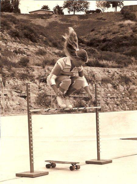 La leggenda femminile dello Skate, Ellen O'Neal, che fa freestyle nel 1977