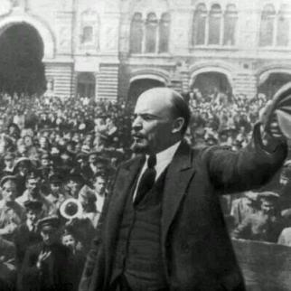 Nel 1917, la Rivoluzione Russa ha iniziato un processo che ha affermato il sistema socialista