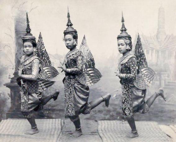 Ragazze tailandesi in costumi di danza tradizionale 1921