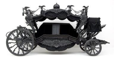 Il carro funebre nero neobarocco è stato costruito nel 1876-77 per i funerali dei membri di governo della famiglia imperiale austriaca