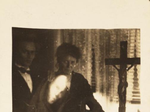 William Home e il Crewe Circle realizzarono questa fotografia falsa di un fantasma agli inizi del 1900
