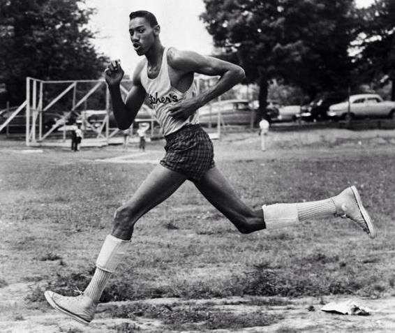 Wilt Chamberlain corre la High School Track nel 1962