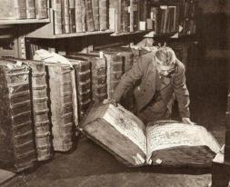 Donna con i libri, c. 1940