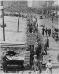 Una lunga fila di affamati newyorkesi in attesa di essere nutriti, 1932