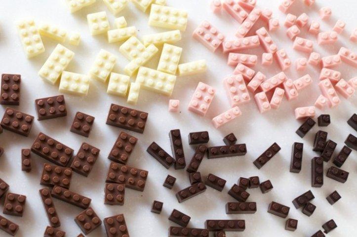 Mattoncini LEGO in cioccolatodell'illustratore e designer giapponese Akihiro Mizuuchi