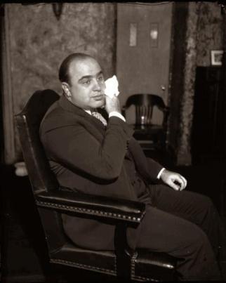 Al Capone guadagnava circa $ 105.000.000 all'anno nel 1920, circa $ 1,4 miliardi di dollari di oggi