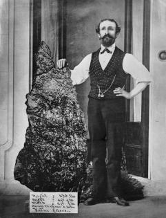 Bernard Otto Holtermann con la sua pepita d'oro da £ 630, la più grande trovata finora, 1874-1876, North Sydney