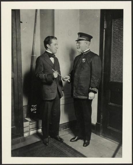 Charlie Chaplin e John Philip Sousa, 1916