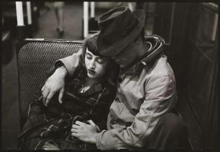 Coppia in metropolitana, New York, 1946 (Foto di Stanley Kubrick)