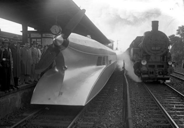 L'ingegnere aeronautico tedesco Franz Kruckenberg ha progettato e costruito la schienenzeppelin nel 1929