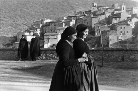 Henri Cartier-Bresson Abruzzo. Scanno. 1951