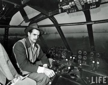 """Howard Hughes interno della H-4 Hercules, più nota come """"Spruce Goose"""""""