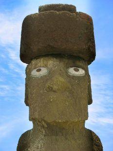 Isola di Pasqua - Moai di Ahu Tahai con il restauro del pukao (cappello) e degli occhi