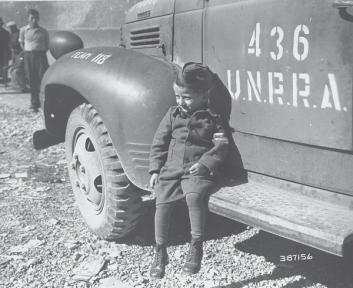 Joseph Schleifstein è sopravvissuto all'interno del campo di concentramento di Buchenwald perché nascosto dal padre