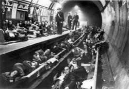 Nelle stazioni della metropolitana di Londra hanno trovato riparo notturno fino a 177.000 cittadini durante la Seconda Guerra Mondiale