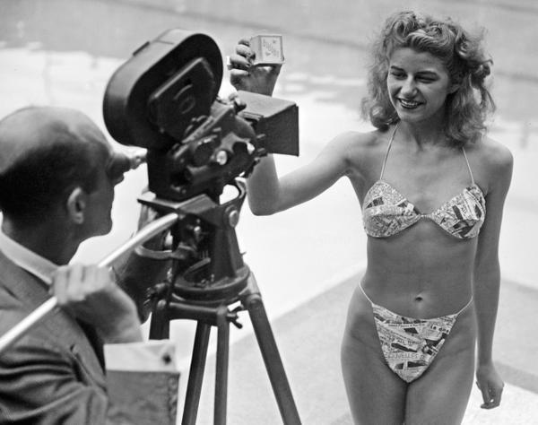 Micheline Bernardini indossa il primo bikini al mondo nel 1946