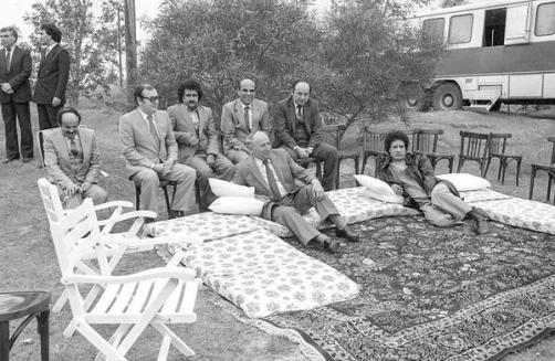 Muammar Gheddafi incontra il leader comunista bulgaro Todor Zhivkov nel deserto libico, 1984