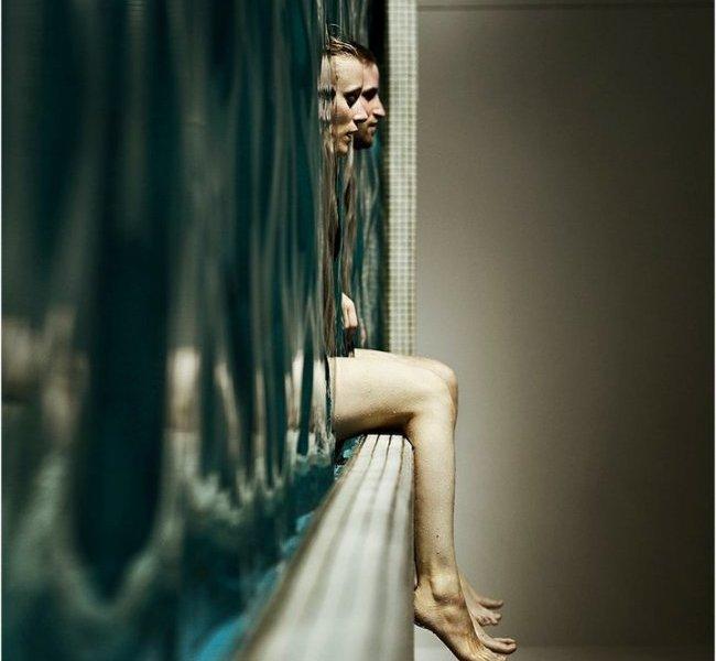 """""""In the pool"""" del fotografo svizzero Nihls Holgersson"""