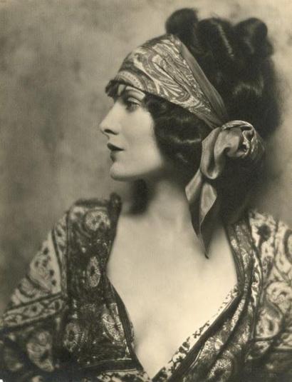 Star del cinema muto Evelyn Brent, 1924. La maggior parte dei suoi film si sono persi.