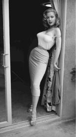 La bella Betty Brosmer. Nel 1950 le modelle apparivano così.