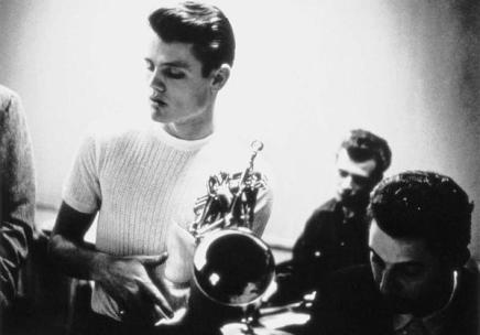 Il trombettista e cantante Chet Baker in studio, 1950