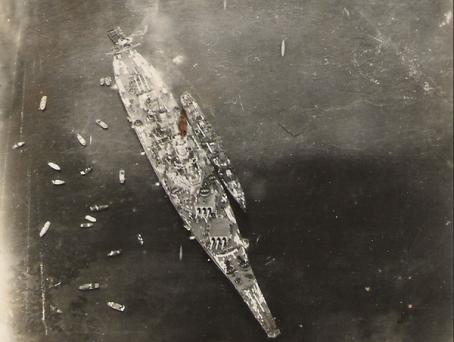 USS Missouri durante la cerimonia di resa giapponese, Baia di Tokyo. Foto di Ted H. Lambert, 1945