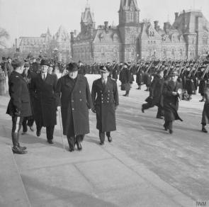 Winston Churchill arriva alla sede del Parlamento canadese a Ottawa, in Canada, 1941