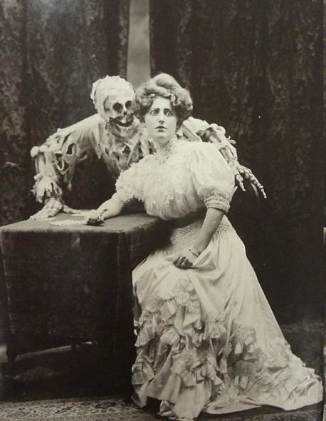 1900, humor