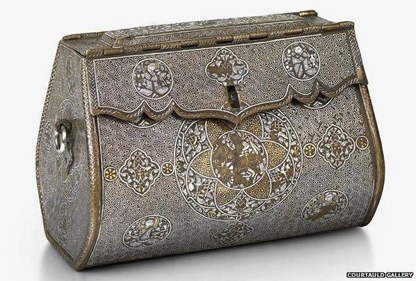 Accessorio di una donna del 14° secolo dal Nord dell'Iraq. Può essere considerata la prima borsa superstite nel mondo