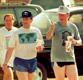 Al Gore e Bill Clinton in pantaloncini corti, 1992