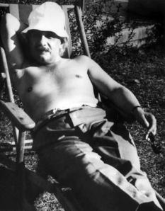 Albert Einstein che prende il sole, 1932
