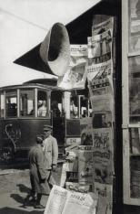 Fotografia di Alexander Rodchenko di un edicola radio, Unione Sovietica 1929