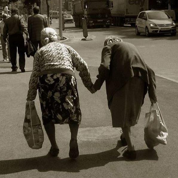Amiche per la vita - Foto di autore sconosciuto